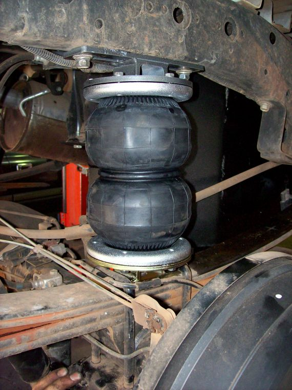Air Bag Suspension Fitted To Nissan D22 With Original Leafs